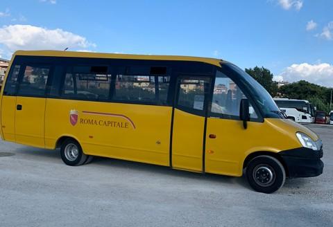 un bus dedicato al servizio scuolabus