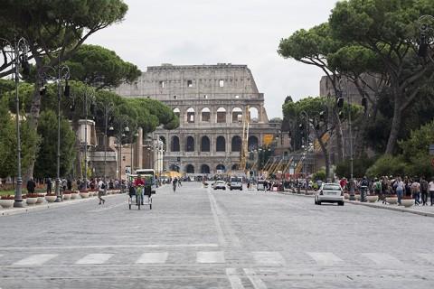 via dei Fori Imperiali verso il Colosseo
